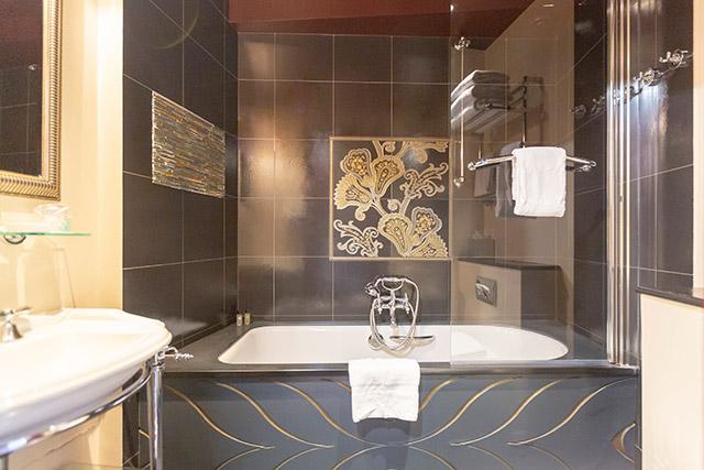hoteldubeaumont-chambres-suite-salledebain