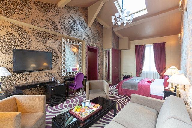 hoteldubeaumont-chambres-suite-sallon3